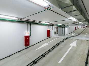 Въезд и выезд из подземного паркинга